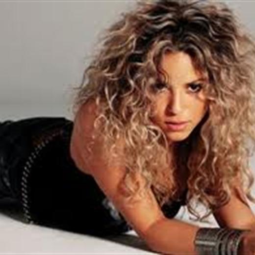 Atrapada Shakira justo cuando entraba a una escuela de strippers ¡Waka waka
