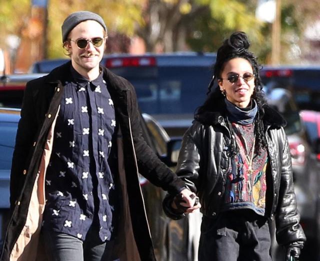 Robert Pattinson se comprometió con su novia FKA Twigs