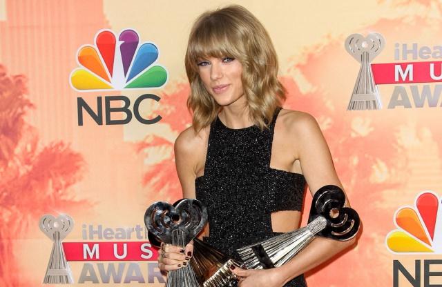 Taylor Swift, con estilo y con premio