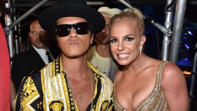 Britney y Bruno en la Fórmula 1