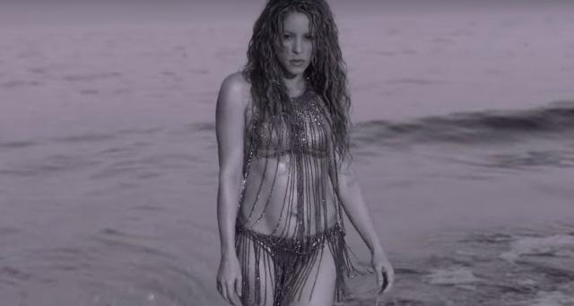 "Shakira estrena video de ""Clandestino"""