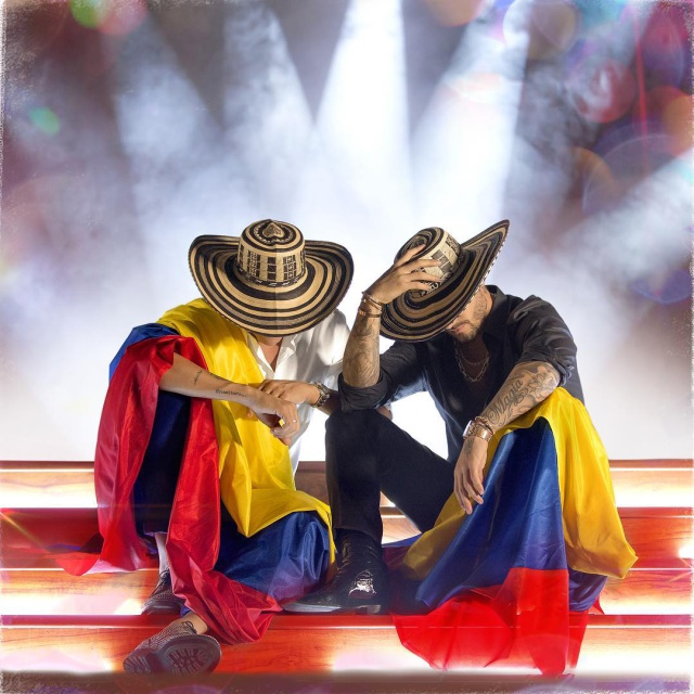 """Silvestre Dangond y Maluma estrenan """"Vivir Bailando"""""""