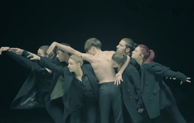"""BTS presenta """"Black Swan"""""""
