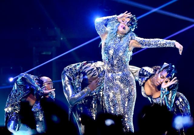 Lady Gaga pospone Chromatica